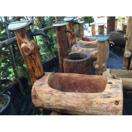 Fontana in legno rustica